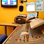 uvvet..-..-public-galeries-photos-studio-radio-rmb-2.jpg