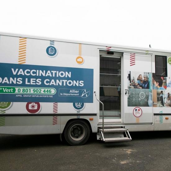 Vaccination pour les collégiens, et troisième dos pour les plus de 65 ans...